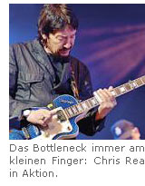 Das Bottleneck immer am kleinen Finger: Chris Rea in Aktion.
